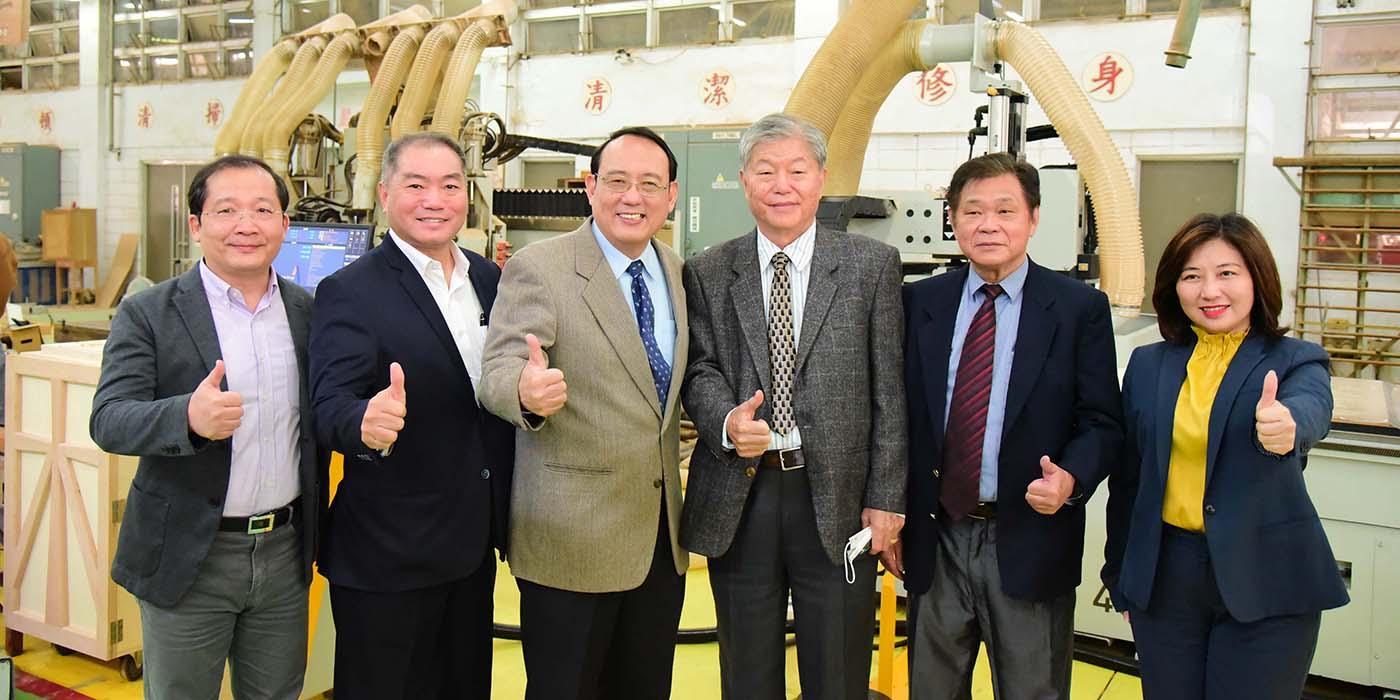 海外臺灣木業教育基金會聯合業界共同捐贈百萬CNC加工機
